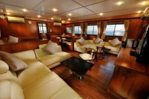 MV White Manta - Air Con Salon